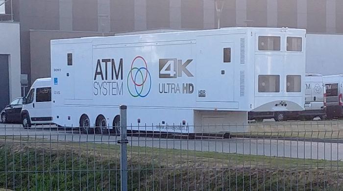Firma ATM System z wozem transmisyjnym 4K