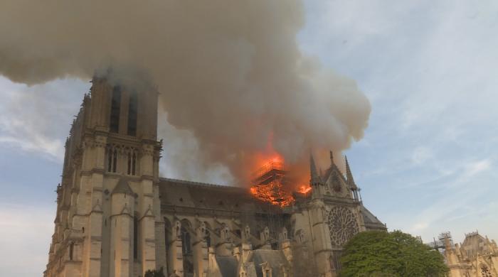 Niepublikowane nagrania z akcji gaszenia pożaru katedry Notre Dame w National Geographic