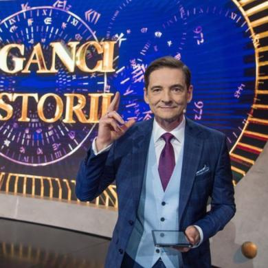 """Cykl dokumentalny """"Ci cholerni Polacy"""" i teleturniej """"Giganci historii"""". Jesień w TVP Historia"""